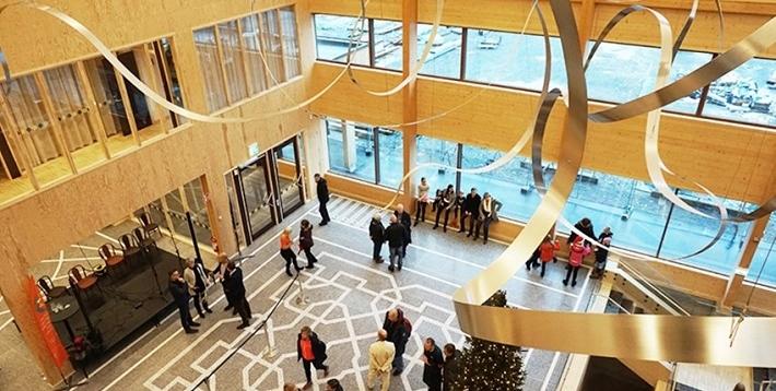 Sveriges största träbyggnad invigd